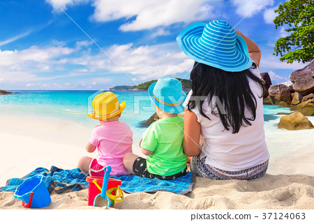 Mother with twins on the tropical beach holidays 37124063