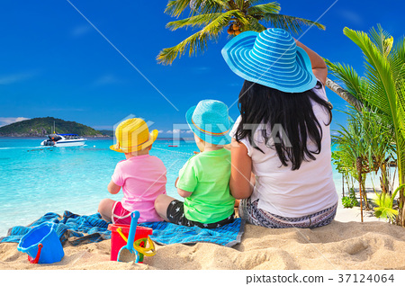 Mother with twins on the tropical beach holidays 37124064