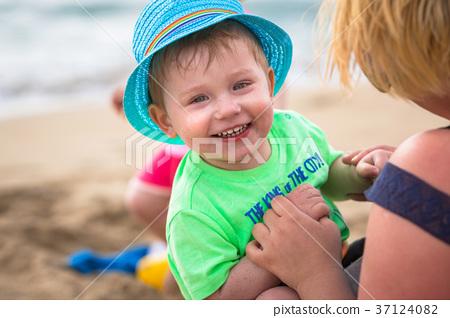 Little boy having fun on sun holidays 37124082