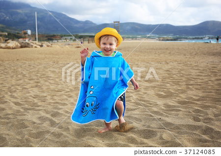 Little boy running on the beach of Crete, Greece 37124085