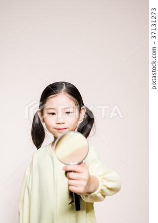 귀여운 여자 아이 37131273
