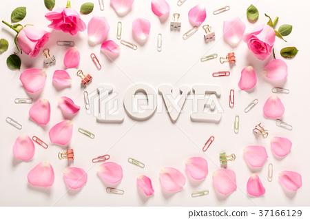 Love theme with rose petals - Stock Photo [37166129] - PIXTA
