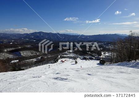從草津國際滑雪場Tenguzan大坡上部看到的基地和溫泉區附近 37172845
