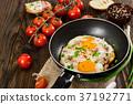 egg pan breakfast 37192771