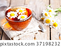 cup of tea with chamomile flowers 37198232