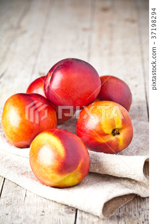 fresh nectarines 37198294
