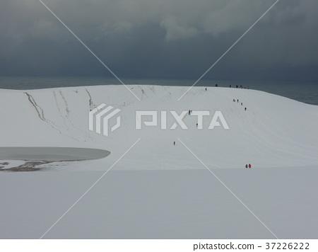 Tottori sand dunes 37226222