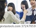 音乐老师和合唱团练习 37247659