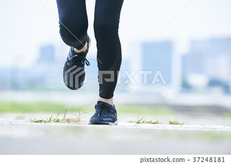 跑在公園的少婦 37248181