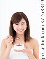 年輕的女士(酸奶) 37268819