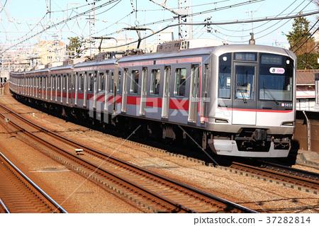 Tokyu 5050 Series Train 37282814
