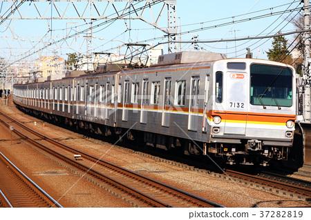Tokyo Metro 7000 series train Yurakucho Line 37282819