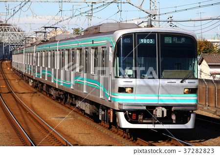 Tokyo Metro Series 9000 Train North-South Line 37282823