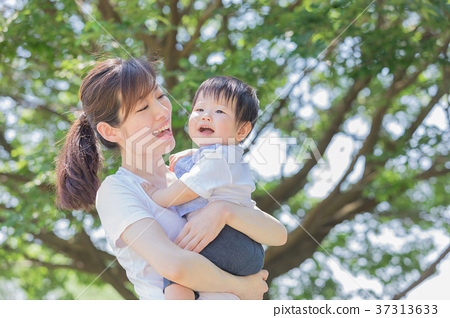 Japanese mother and boy 37313633