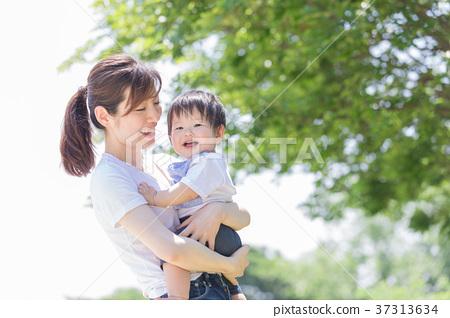 일본인 엄마와 소년 37313634