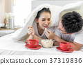 Couples having breakfast on bed 37319836