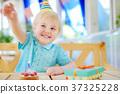 little boy celebrationg birthday party 37325228