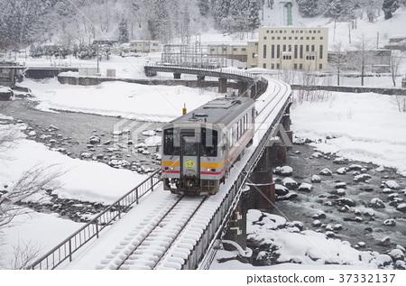 Oito Line รถยนต์ดีเซลข้าม Himekawa ในฤดูหนาว 1 37332137