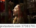 外國婦女觀光的東京在晚上 37361701
