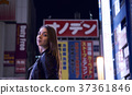 Foreign women sightseeing Tokyo at night 37361846