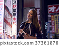 Foreign women sightseeing Tokyo at night 37361878