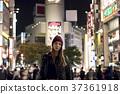 外国妇女观光的东京在晚上 37361918