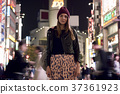 外国妇女观光的东京在晚上 37361923