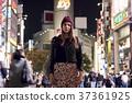 外國婦女觀光的東京在晚上 37361925