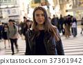 外国妇女观光的东京在晚上 37361942