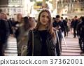 外国妇女观光的东京在晚上 37362001