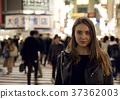 外国妇女观光的东京在晚上 37362003