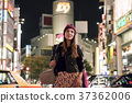 Foreign women sightseeing Tokyo at night 37362006
