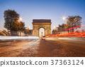 Arc de Triumph at night in Paris, France 37363124