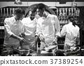 厨师在厨房里做饭 37389254