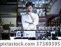 站立在餐馆的厨师 37389395
