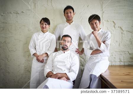 餐廳員工肖像 37389571