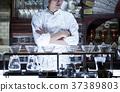 站立在餐馆的厨师 37389803
