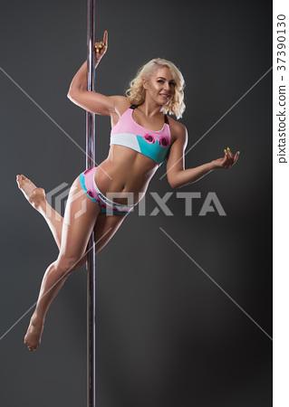 Female pole dancer 37390130