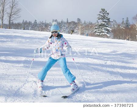 스키를 타는 어린이 37390725