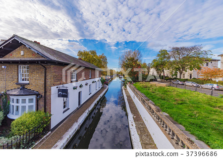 View of the Regents Canal 37396686
