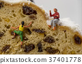 Miniature toy climber with cake 37401778