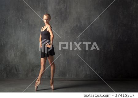 Young women dance ballet 37415517