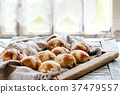 Hot cross buns 37479557
