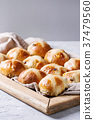 Hot cross buns 37479560
