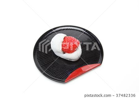 Strawberry Daifuku 37482336