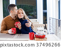 husband and wife on holiday drink hot chocolate 37496266