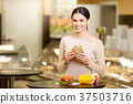 Young woman eating in the supermarket cafeteria 37503716