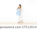 成熟的女人 一個年輕成年女性 女生 37512614