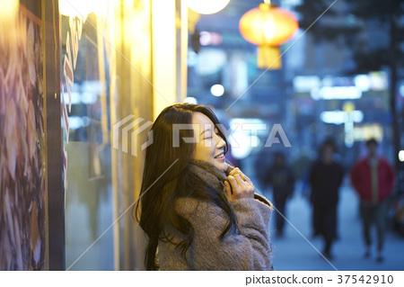 서울 명동 밤거리 37542910