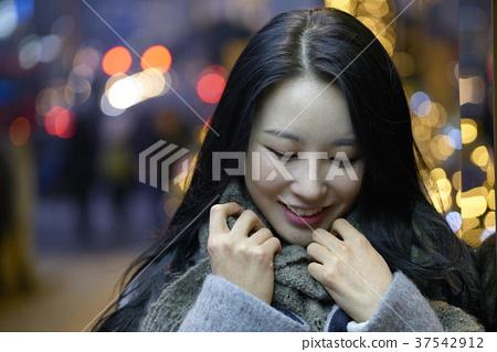 서울 명동 밤거리 37542912